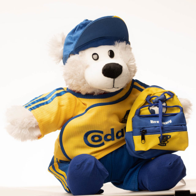 Isbjørn bamse i brøndby tøj